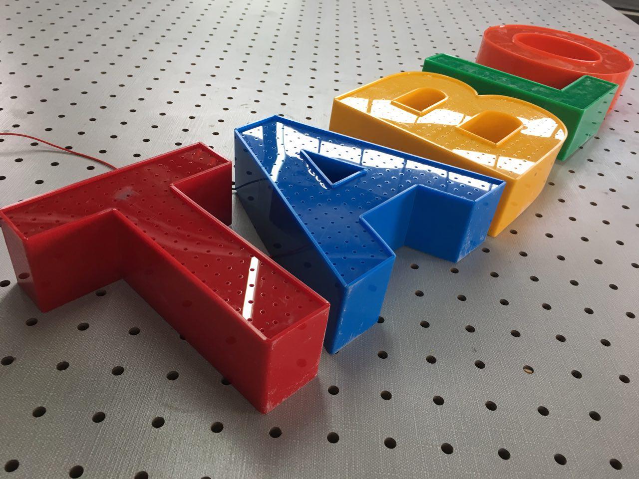تابلوسازی حروف برجسته پلاستیک