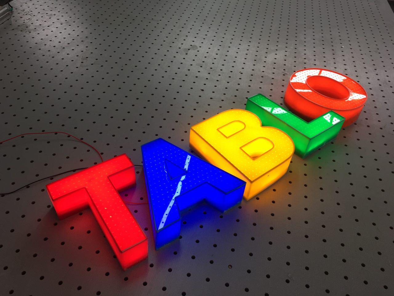 تابلوسازی حروف برجسته پلاستیکی